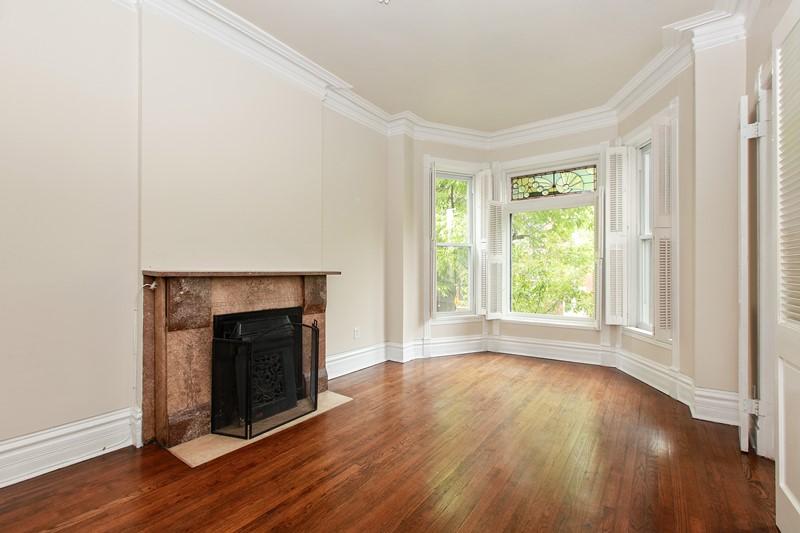 Lincoln Park - 2119 North Kenmore Avenue, Chicago, IL 60614 - Living Room