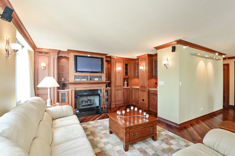 Streeterville - 2 East Erie Street Unit 3403, Chicago, IL 60611 - Living Room