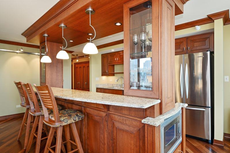 Streeterville - 2 East Erie Street Unit 3403, Chicago, IL 60611 - Kitchen