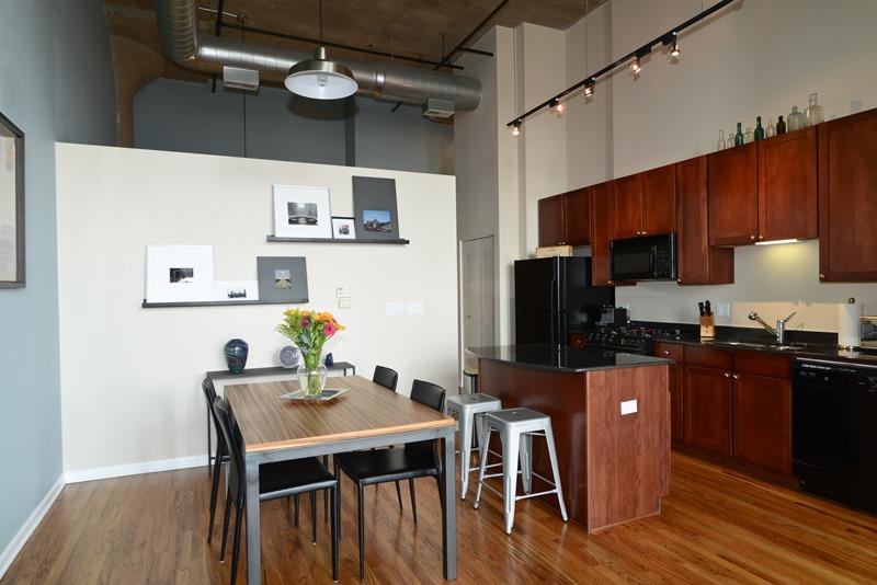River North - 758 North Larrabee Street Unit 509, Chicago, IL 60654 - Kitchen