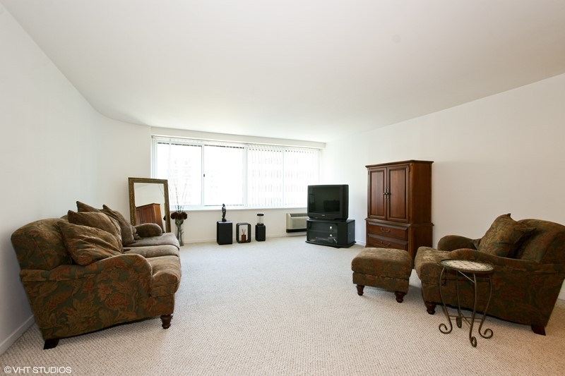Streeterville - 211 East Ohio Street Unit 1908, Chicago, IL 60611 - Living Room