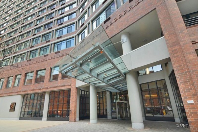 Streeterville - 211 East Ohio Street, Chicago, IL 60611