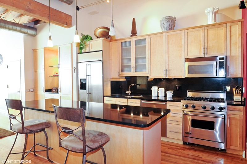 Wrigleyville - 1140 West Cornelia Avenue Unit A, Chicago, IL 60657 - Kitchen