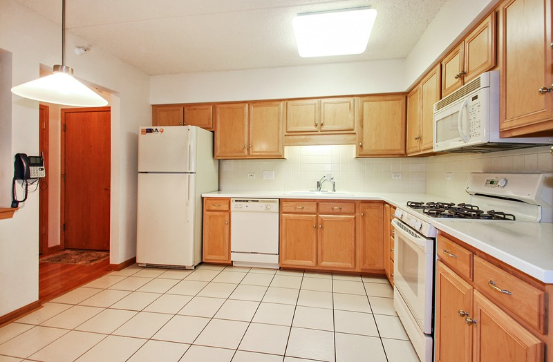 Austin - 5055 West Madison Street, Chicago, IL 60644 - Kitchen