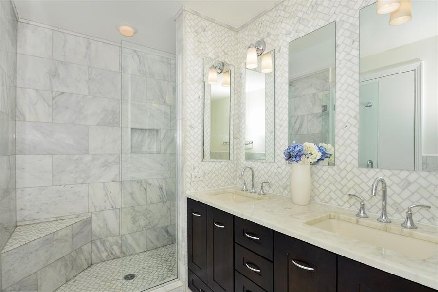 West Loop - 400 North Clinton Unit 202, Chicago, IL 60654 - Master Bathroom