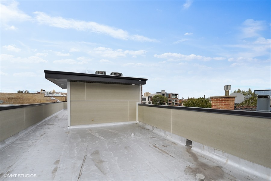 West Town - 2450 West Superior Street, Chicago, IL 60612 - Roof Deck