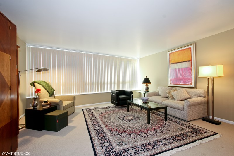 Streeterville - 110 East Delaware Place Unit 1502, Chicago, IL 60611 - Living Room