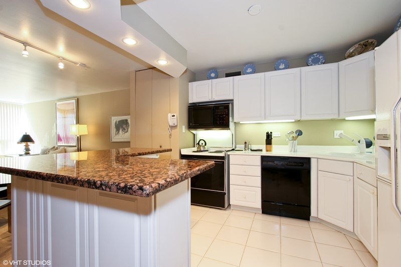 Streeterville - 110 East Delaware Place Unit 1502, Chicago, IL 60611 - Kitchen