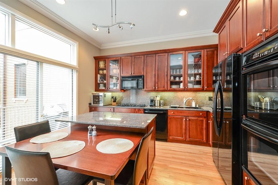 Kinzie Park - 401 North Clinton Street, Chicago, IL 60654 - Kitchen
