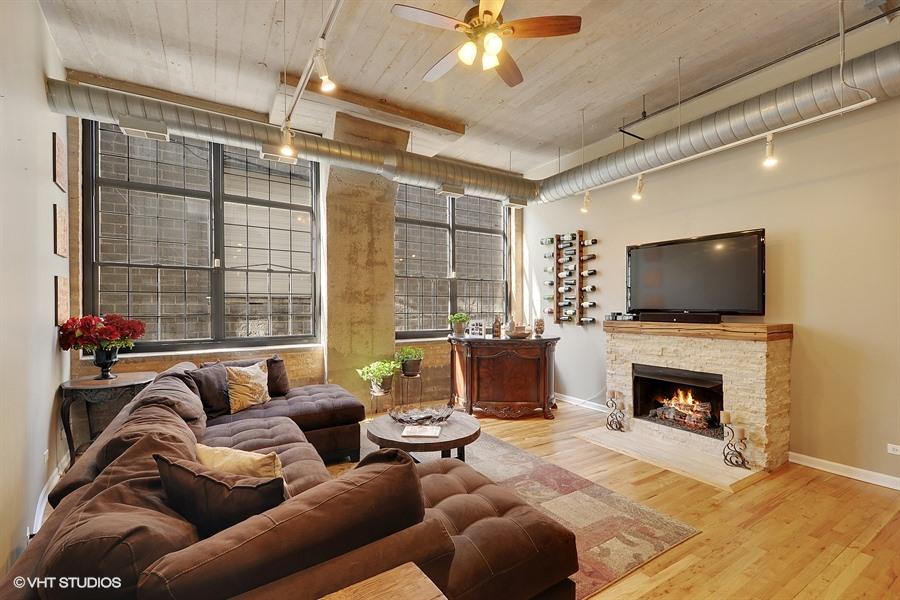 West Loop - 17 North Loomis Street Unit 1H, Chicago, IL 60607 - Living Room