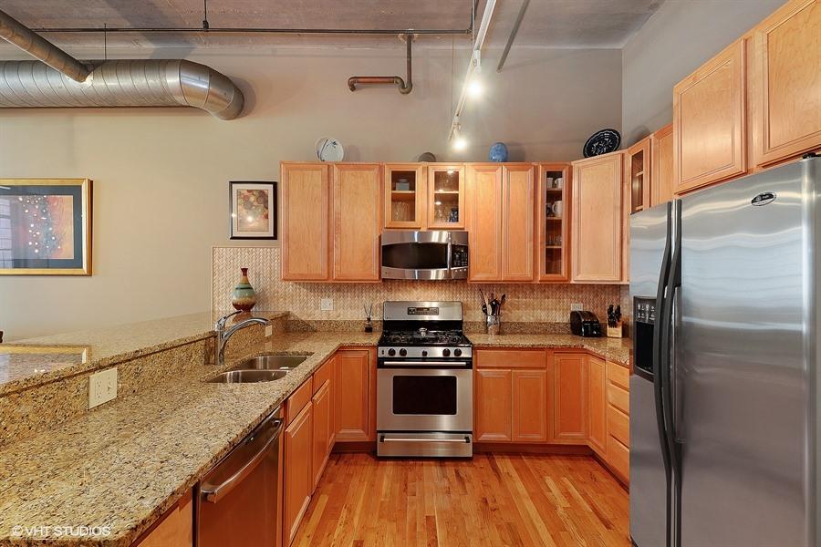West Loop - 17 North Loomis Street Unit 1H, Chicago, IL 60607 - Kitchen