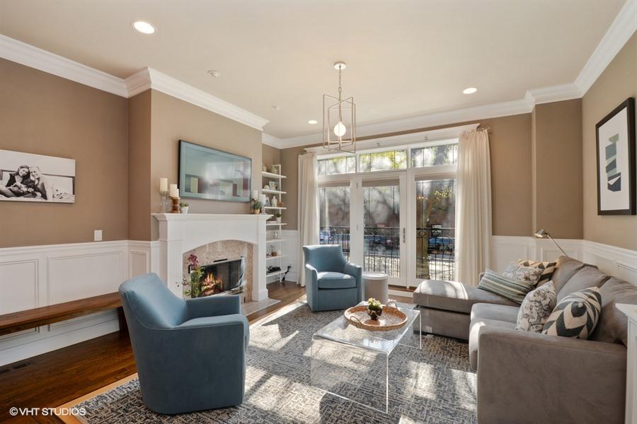 Roscoe Village - 3741 North Damen Avenue Unit 1S, Chicago, IL 60618 - Living Room