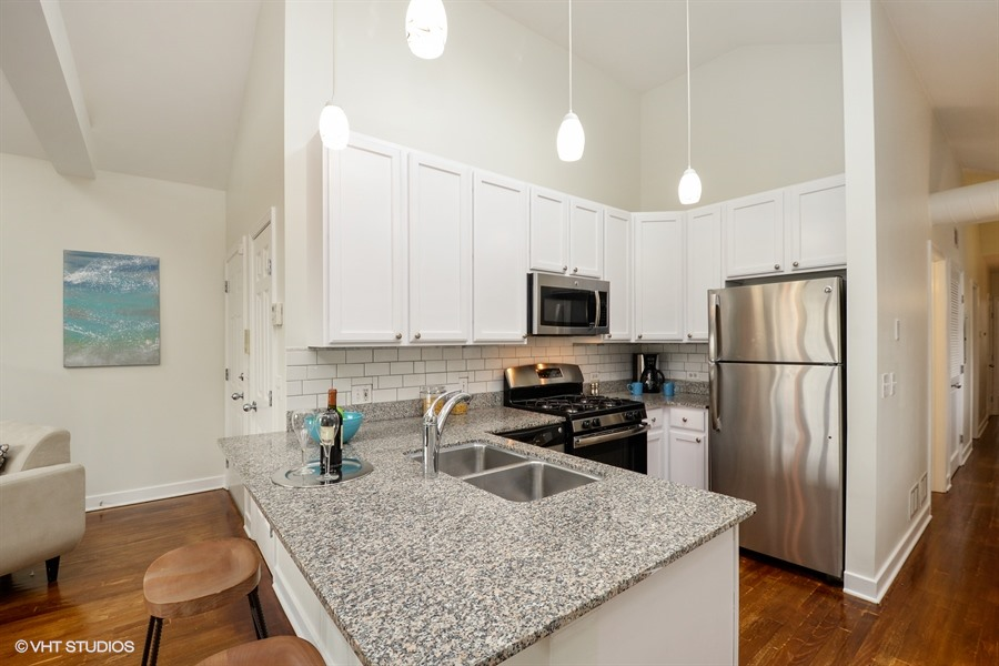 Tri-Taylor - 747 South Claremont Avenue Unit 4, Chicago, IL 60612 - Kitchen