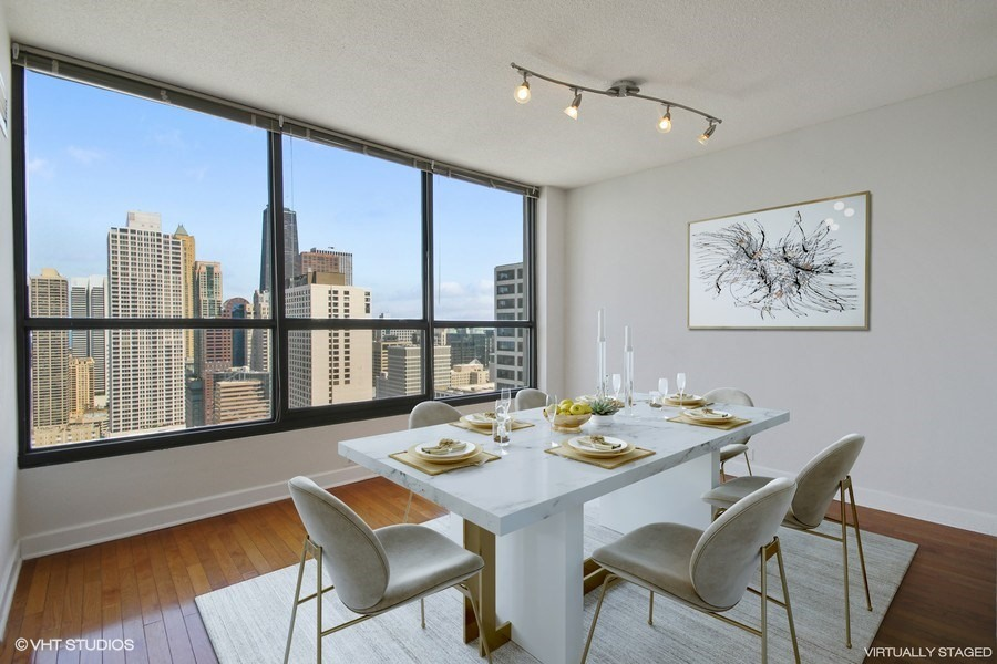 Streeterville - 405 North Wabash Avenue Unit 3703, Chicago, IL 60611 - Dining Room