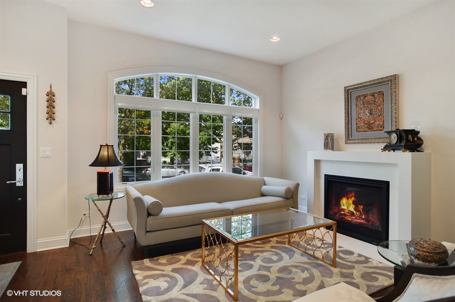 Logan Square - 2635 West Medill Avenue, Chicago, IL 60646 - Living Room