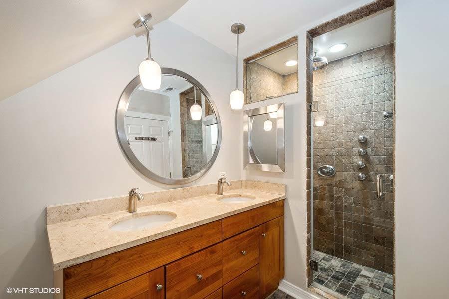 Roscoe Village - 1913 West Nelson Street, Chicago, IL 60657 - Master Bathroom
