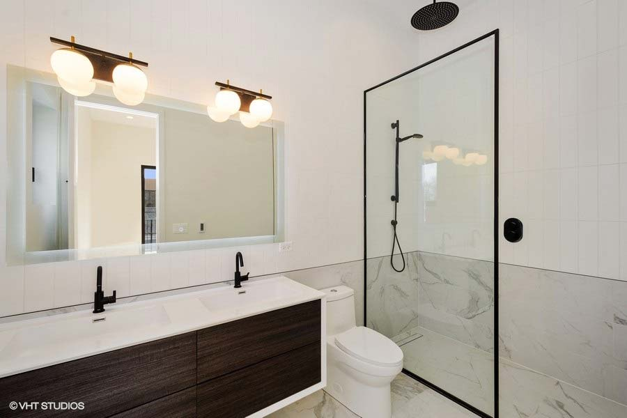 Roscoe Village - 3104 North Damen Avenue Unit 3, Chicago, IL 60618 - Master Bathroom