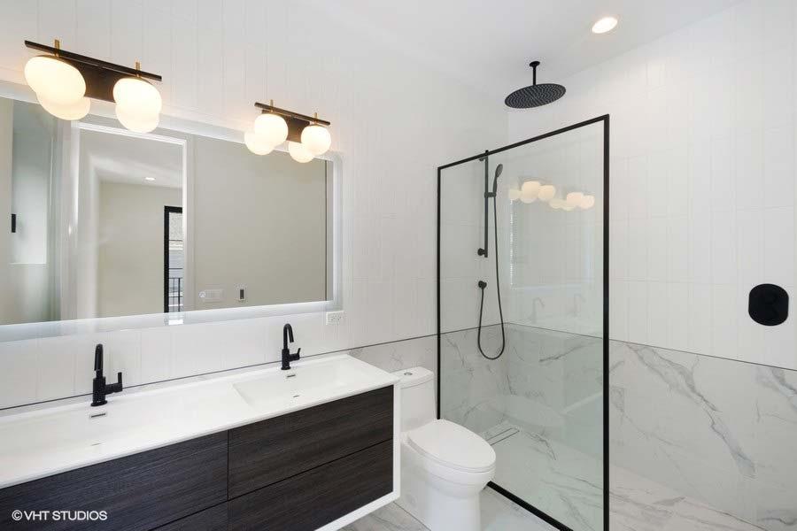 Roscoe Village - 3104 North Damen Avenue Unit 2, Chicago, IL 60618 - Master Bathroom