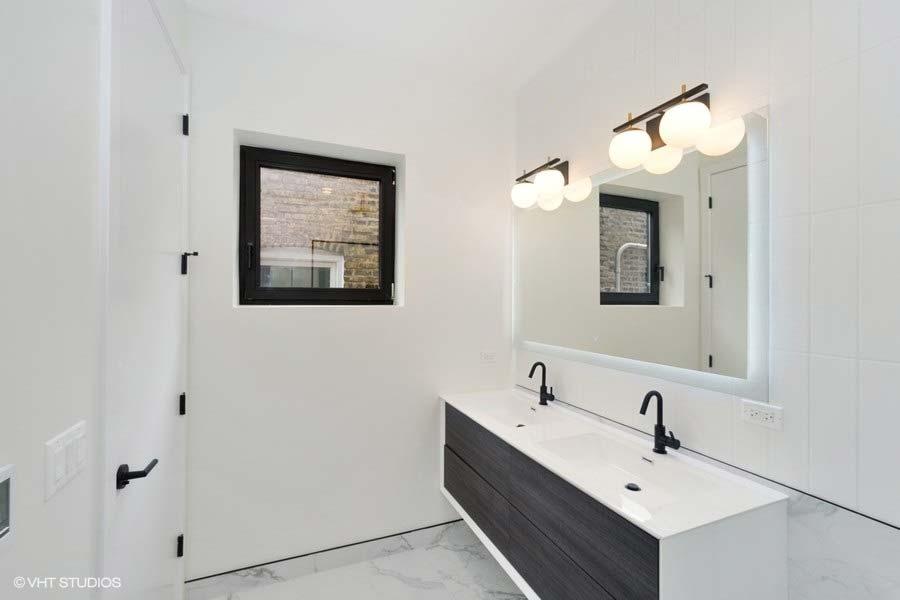 Roscoe Village - 3104 North Damen Avenue Unit 2, Chicago, IL 60618 - Bathroom