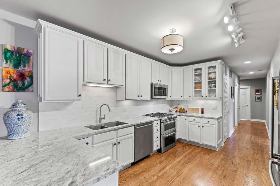 Wicker Park - 2119 W Evergreen Ave Unit 2W, Chicago, IL 60622 - Kitchen