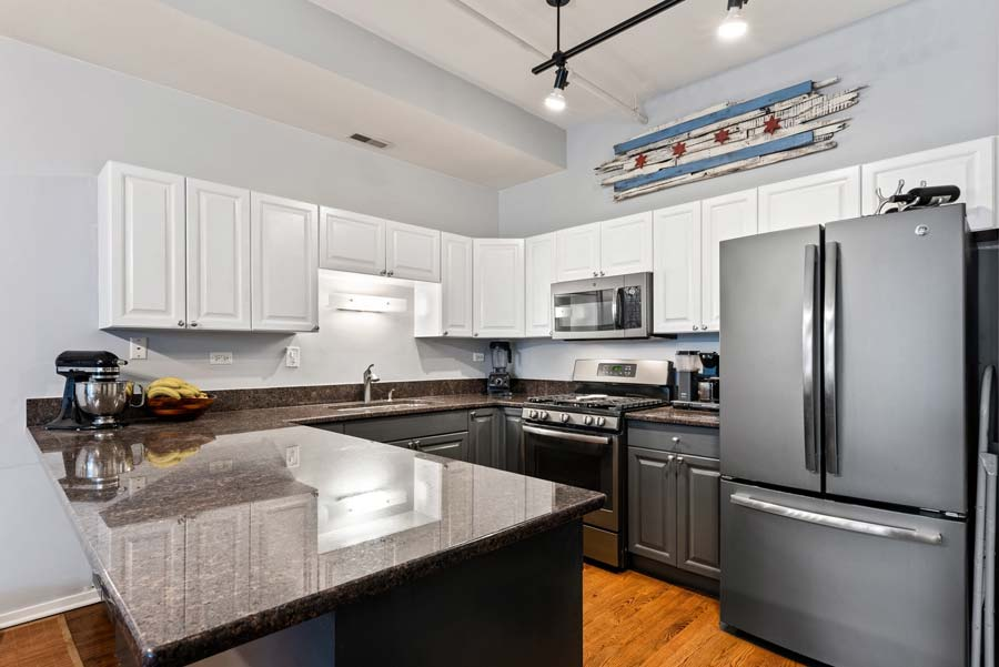 South Loop - 1801 S Michigan Ave Unit 204, Chicago, IL 60616 - Kitchen
