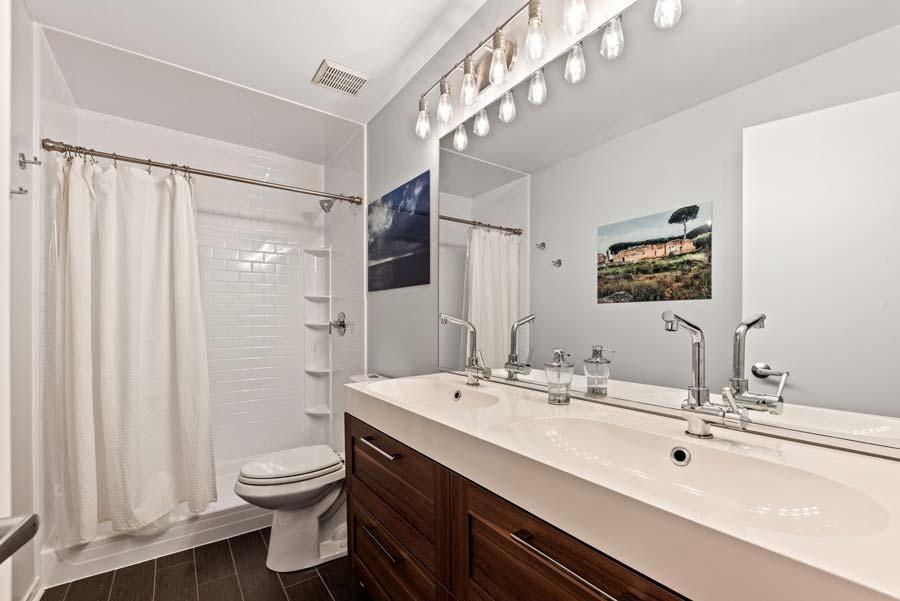 South Loop - 1801 S Michigan Ave Unit 204, Chicago, IL 60616 - Master Bathroom