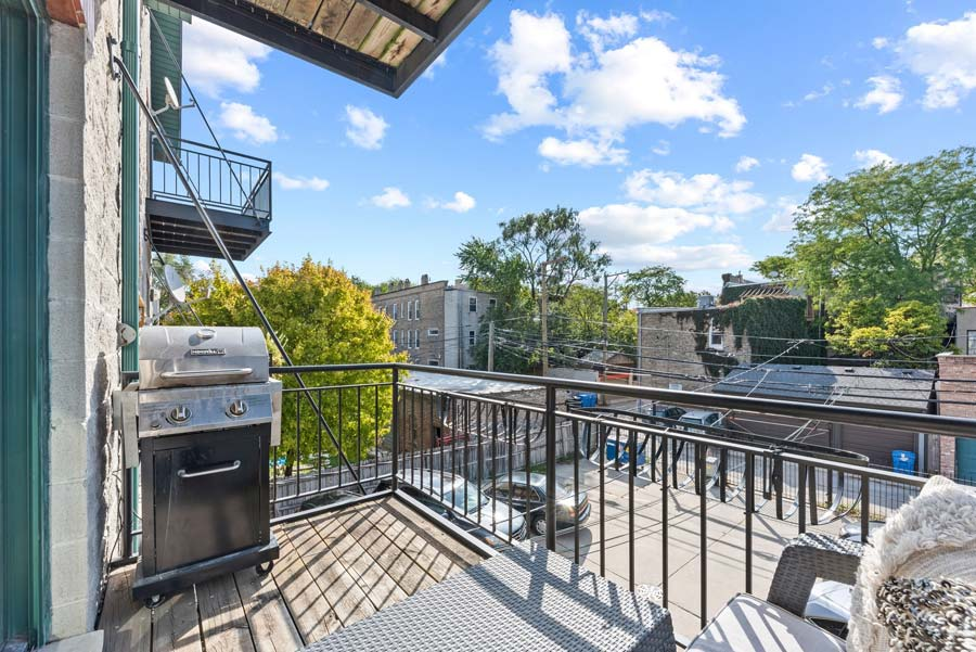Wicker Park - 2119 W Evergreen Ave Unit 2W, Chicago, IL 60622 - Balcony