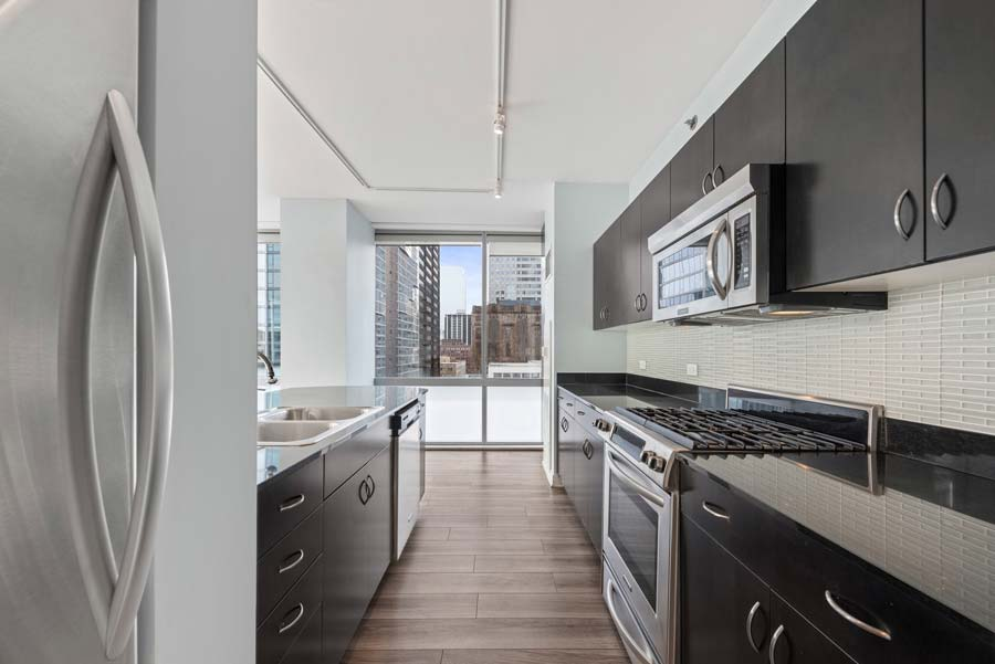 The Loop - 8 East Randolph Street Unit 1808, Chicago, IL 60601 - Kitchen