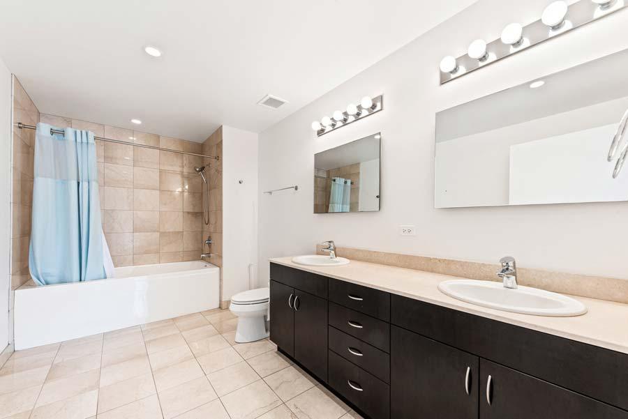 The Loop - 8 East Randolph Street Unit 1808, Chicago, IL 60601 - Master Bathroom