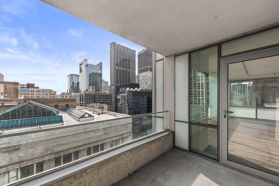 The Loop - 8 East Randolph Street Unit 1808, Chicago, IL 60601 - Balcony